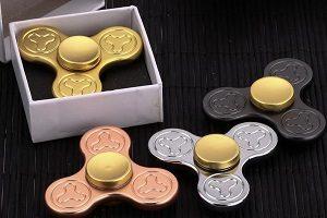 four colors alloy plum blossom fidget spinner toy
